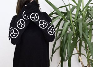 Pullover mit sad Emoji