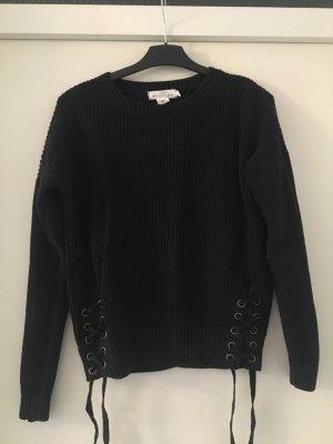 Pullover mit schönen Details in guten Zustand