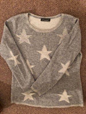 Pullover mit Sternen und Nieten