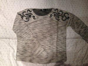 Pullover mit Stickerei und Pailetten