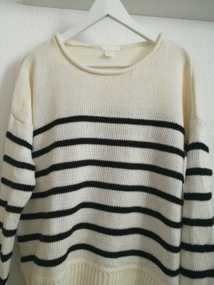 Pullover mit Streifen gestrickt