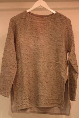 Pullover mit Struktur und Schlitzen