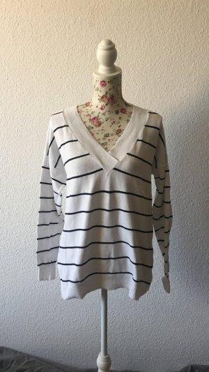 Hema V-Neck Sweater black-white