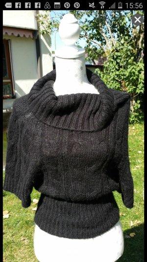 Pullover mit Wasserfallkragen.