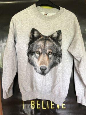 Pullover mit Wolf