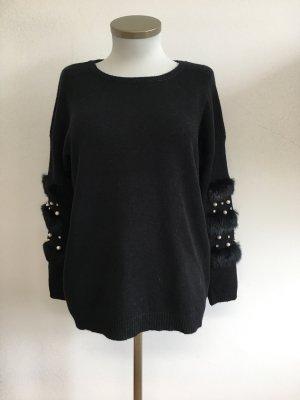 Pullover schwarz Perlen weiß Fell