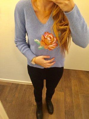 Pullover Sisley Strickpullover langärmlig mit Motiv Blume hellblau V-Ausschnitt