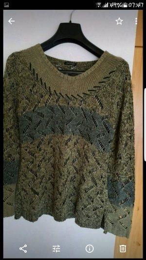 Pullover von Monari.