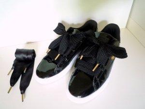 PUMA *Basket heart* schwarze Lack-Sneaker