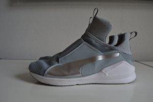 Puma Fierce Core Trainingsschuhe Gr. 41 grau weiß silber, NP: 100€