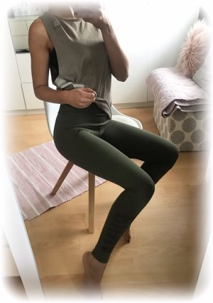 Puma leggins, leggings, tight, khaki, dunkelgrün mit Logo am Bein, highwaist, xs