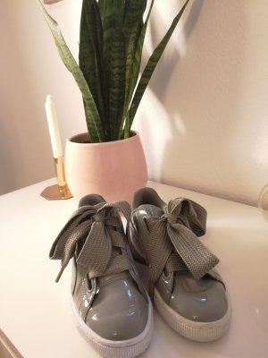 Puma Schuhe Basket Heart olive, 38