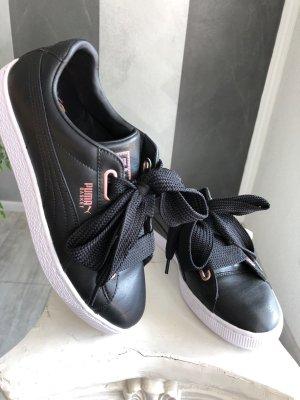Puma Sneaker • Basket Heart Leather Gr. 42,5