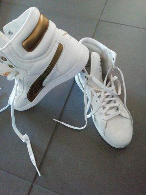 Puma sneaker first round