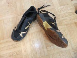 Puma Sportschuhe schwarz/gold