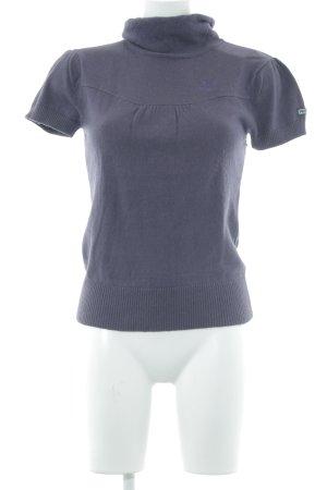 Puma Camisa tejida violeta oscuro look casual