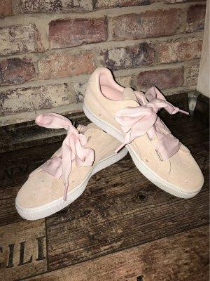 ⭐️PUMA Suede Heart Valentine Sneaker ⭐️