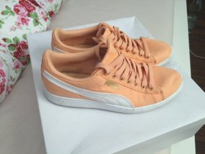 Puma suede in Lachs orange Gr: 37 sehr leicht und bequem am Fuß zu tragen. :-))