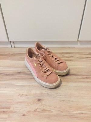 PUMA Suede Platform Sneaker in rosa
