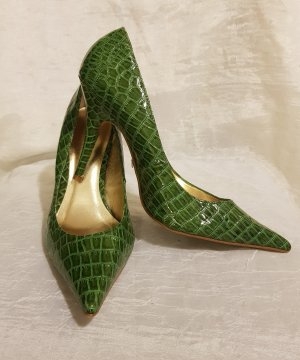 Catwalk Pointed Toe Pumps green-forest green