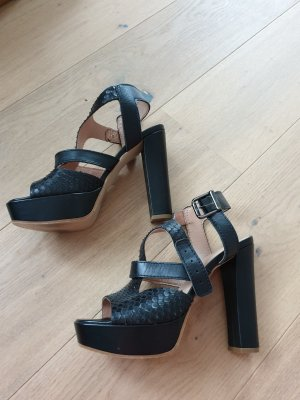 Pointed Toe Pumps black leather