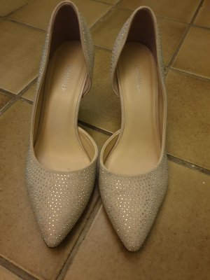Catwalk Pointed Toe Pumps oatmeal