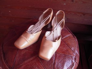 Gabor Strapped pumps sand brown leather