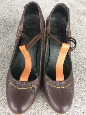 Cubanas Strapped pumps orange-brown leather
