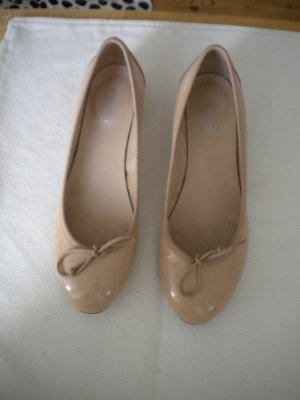 Pumps Ballerinas beige Lackleder Gr. 40 Minelli
