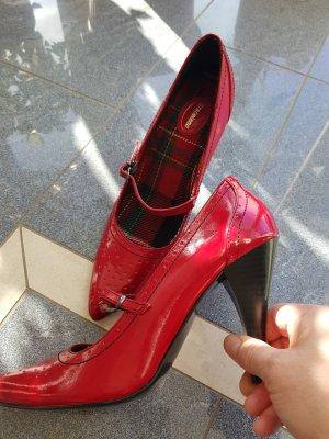 Graceland Pumps red