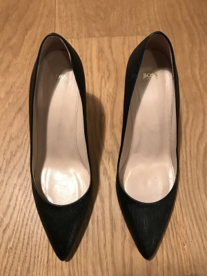 Hugo Boss Pointed Toe Pumps black leather