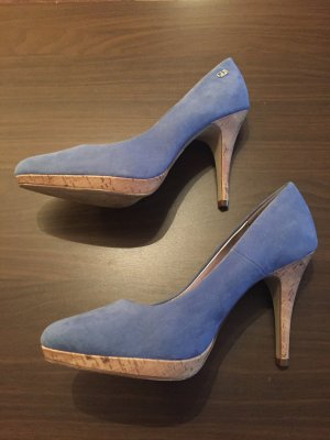 Pumps in hellblau mit Kork