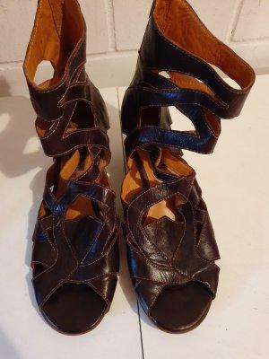 MARC Chaussure à talons carrés brun