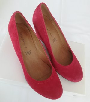 5th Avenue Wedge Pumps red leather
