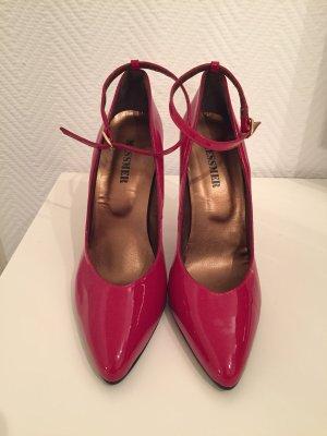 Zapatos de punta rojo