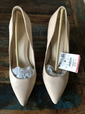 Pumps Spitz in Beige Bershka
