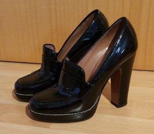 Pumps von Alaia aus schwarzem Lackleder