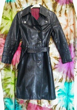 Punk- und Gothic-tauglicher Vintage Ledermantel, schwarz, 36