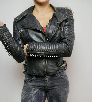 100% original schnell verkaufend hohe Qualitätsgarantie Punkige Lederjacke mit Nieten von Zara