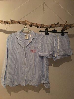 Pyjama-Set mit kurzer Hose und langärmeligen Oberteil aus leichtem Stoff