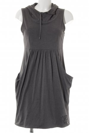 QS by s.Oliver Vestido con capucha gris oscuro look casual