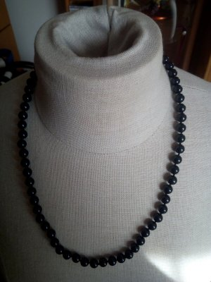 QS by s.Oliver Pearl Necklace black-silver-colored