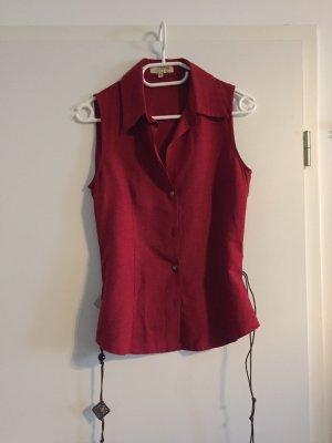 Raffinierte Bluse von Vestino, Düsseldorf mit ausgefallenem Gürtel, Gr. 36 , rot