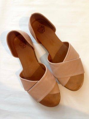 Raffinierte Sandalen in rosé mit flacher Sohle