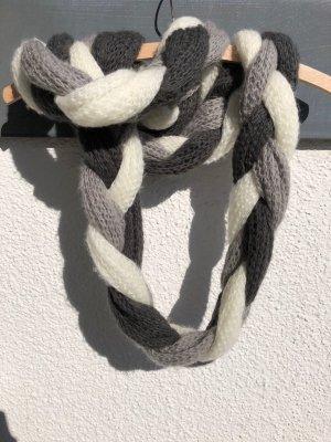 Raffinierter Schal - geflochten von H&M