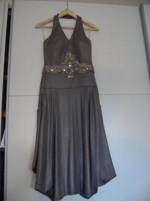 Raffiniertes Abendkleid, silber mit eingearbeiteten Pailletten, Größe 38
