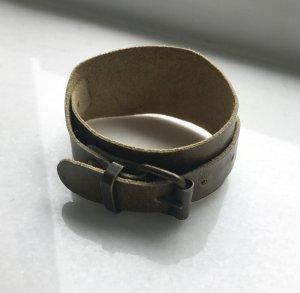 Raffiniertes Armband in Khaki