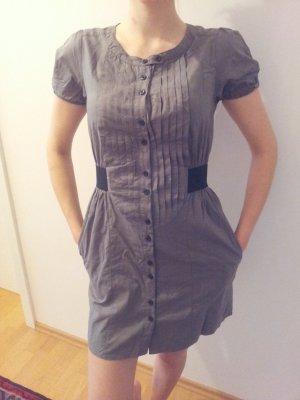 Raffiniertes graues Sommerkleid von Zara