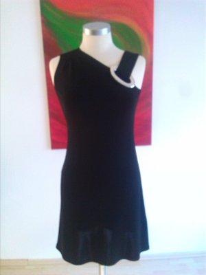 Raffiniertes Kleid von Steffen Schraut