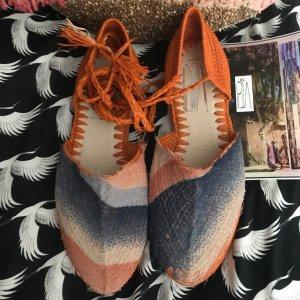 Ballerines à lacets orange fluo-bleu